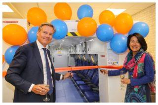 Doorknippen lintje hyperbare zuurstofcabine in het Meander- Da Vinci expertisecentrum voor complexe wondgenezing